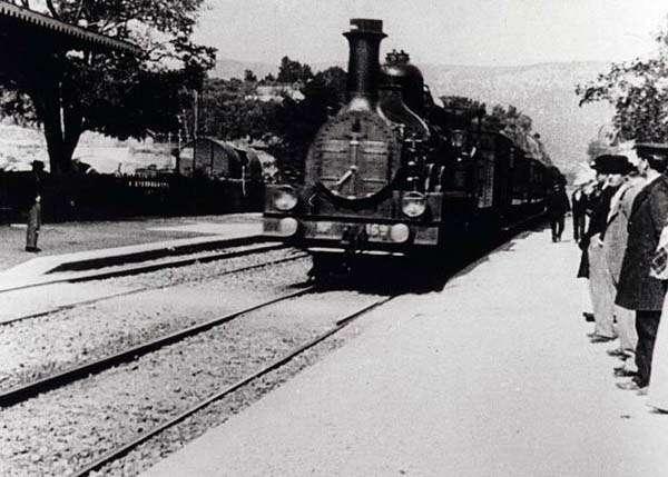 Llegada de tren de los Lumiere