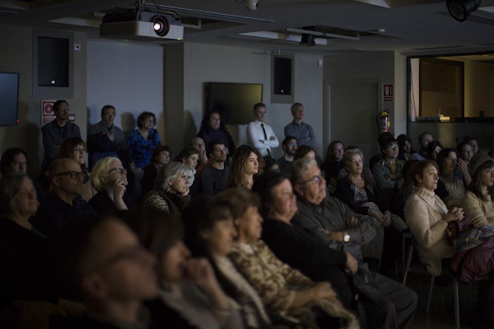 Público disfrutando de una proyección de Eclipse